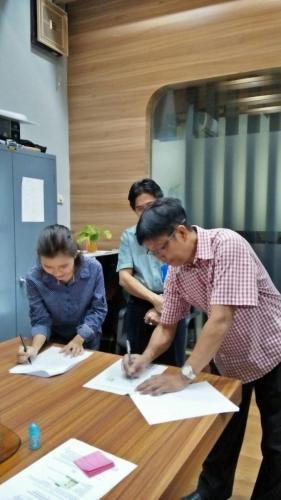 tanda tangan kontrak beasiswa kamajaya 1