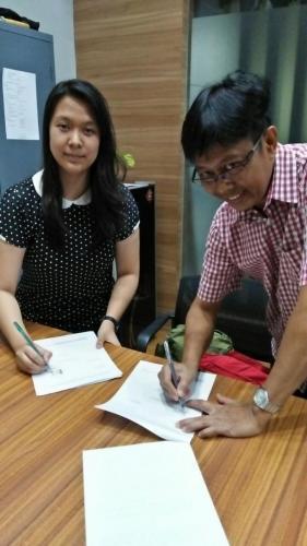 tanda tangan kontrak beasiswa kamajaya 10