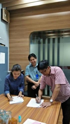 tanda tangan kontrak beasiswa kamajaya 13