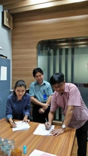 tanda tangan kontrak beasiswa kamajaya 14