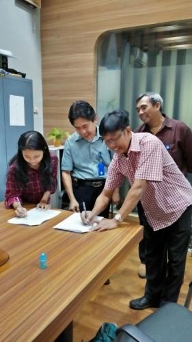 tanda tangan kontrak beasiswa kamajaya 15