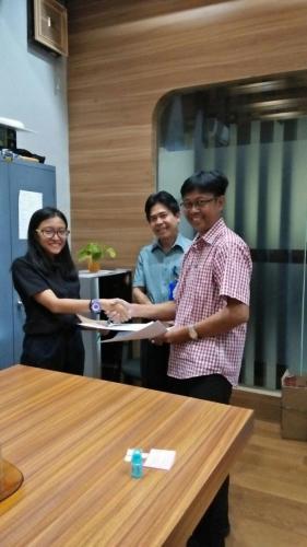 tanda tangan kontrak beasiswa kamajaya 2