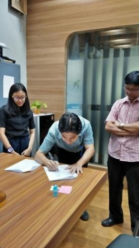 tanda tangan kontrak beasiswa kamajaya 3