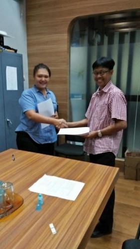 tanda tangan kontrak beasiswa kamajaya 5