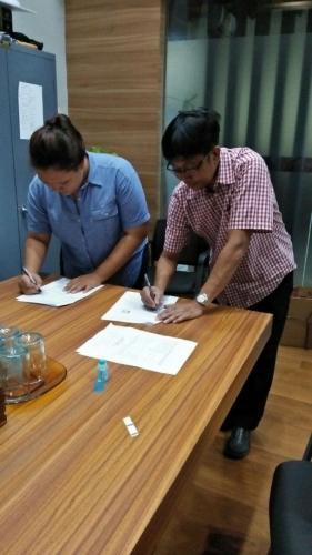 tanda tangan kontrak beasiswa kamajaya 6