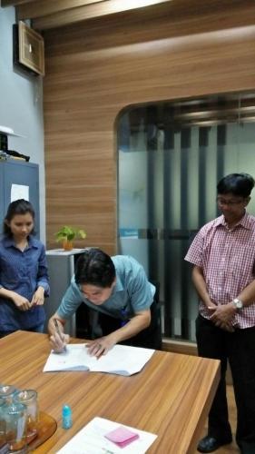 tanda tangan kontrak beasiswa kamajaya 7