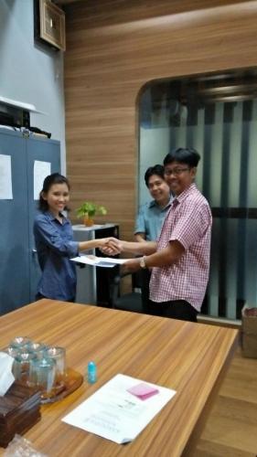 tanda tangan kontrak beasiswa kamajaya 8